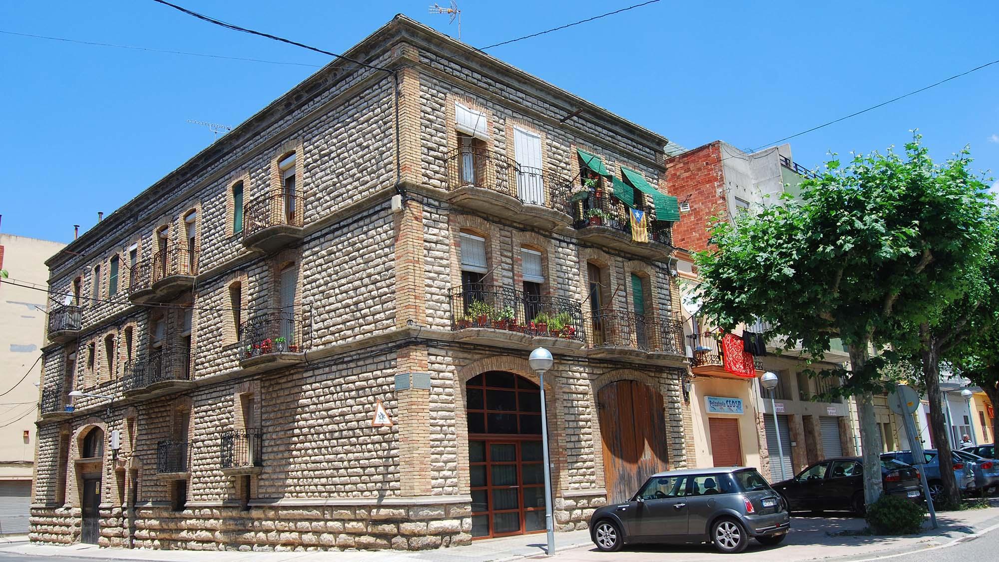 Building  Cal Torreta