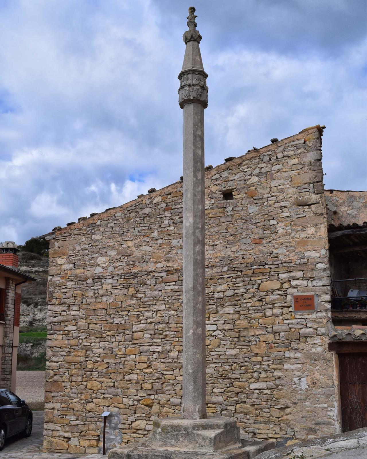 Wayside cross Portal Reial