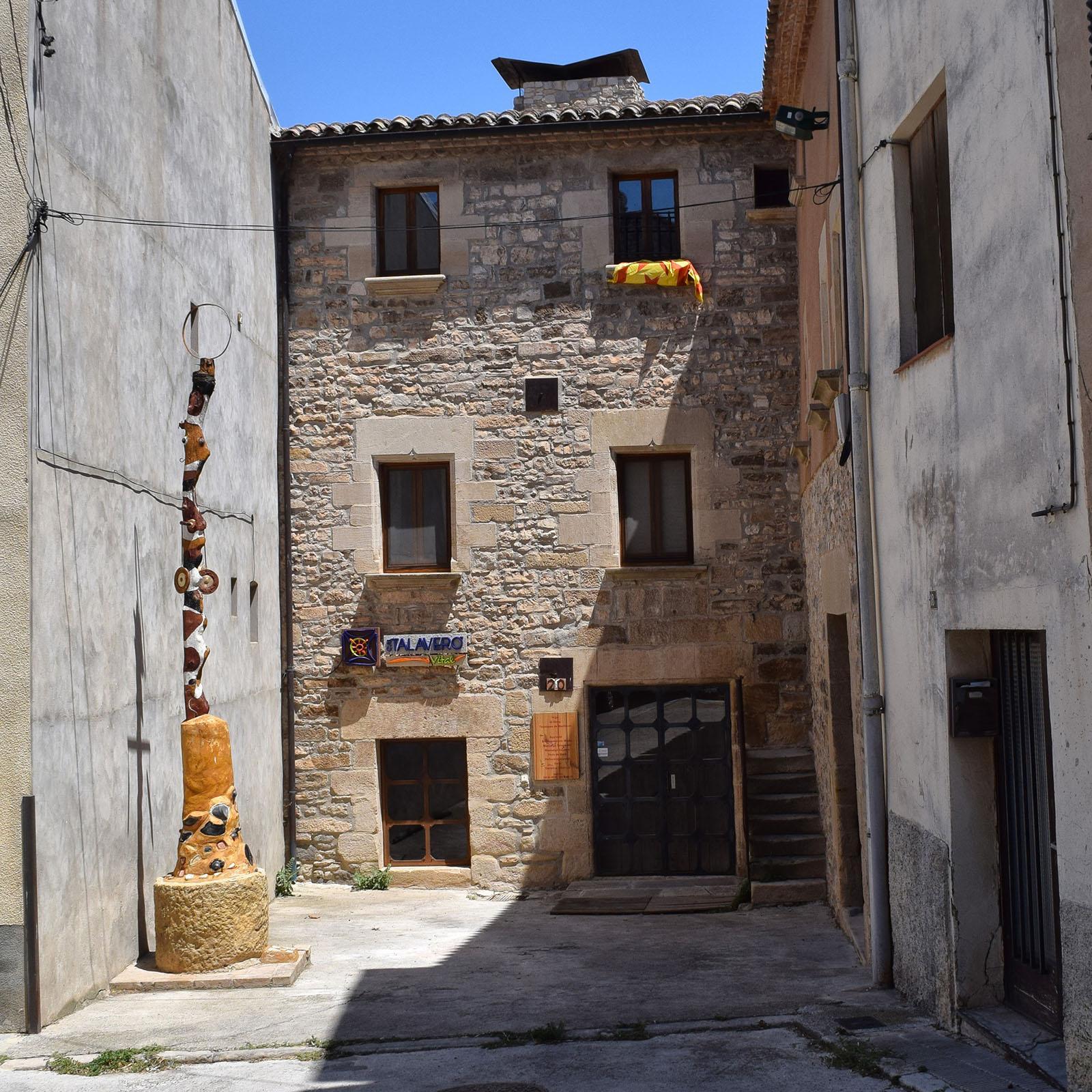 Building  Cal Talaveró